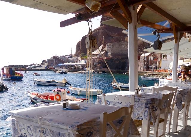 Taverne am Ammoudi Hafen auf Santorini