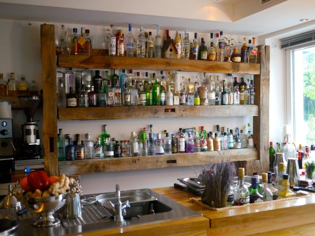Restaurant-Tipp: Getränke-Auswahl an der Bar im Rotkehlchen in Münster