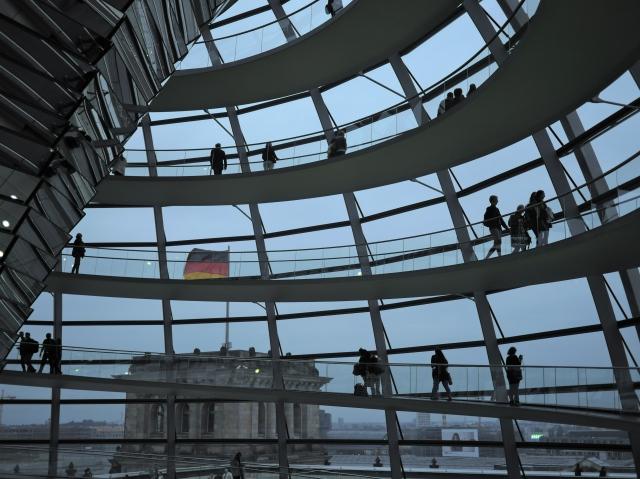 Die Kuppel des Reichstags mit Abendstimmung
