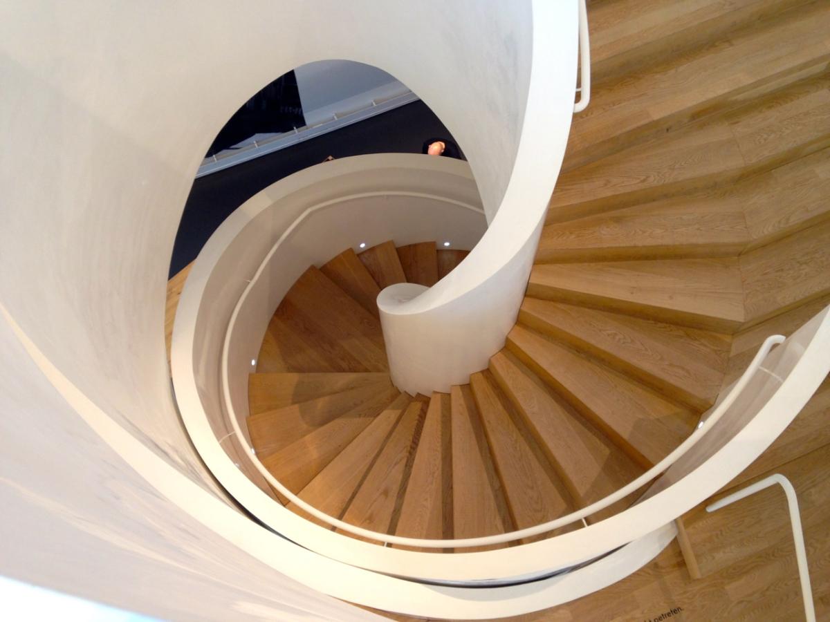 basel vitra haus treppe fr ulein immergl ck. Black Bedroom Furniture Sets. Home Design Ideas